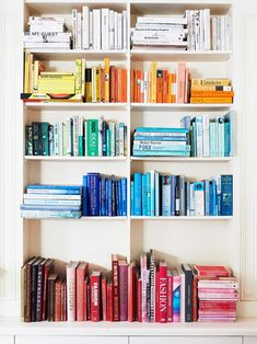 You actually belong to these groups people who rarely care about glamour and also over-the-top designs for your home, then this is definitely your current cup of joe. Look at this article to get 35 diy home decor ideas on budget. Bookshelf Organization, Bookshelf Design, Bookshelf Ideas, Unique Bookshelves, Styling Bookshelves, Decorating Bookshelves, Bookcases, Surfboard, Einstein