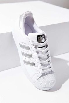 00da6227203 Urban Outfitters adidas Originals Metallic Stripe Superstar Sneaker  Zapatillas De Deporte De Cuero