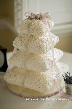inci beyazı yastık düğün pastası pillow/cushion weddingcake. http://www.kutaspasta.com/main/urunler/cid/17-dugun-pastalari