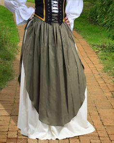 Skirt with Apron – Medieval Renaissance Peasant Skirt. This medieval skirt comes with a separate apron, combining the medieval & modern fashion into one. The apron can be tightened with lace on side.