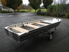 Алюминиевая рыбацкая лодка - Лодка с плоским дном - Лёгкая алюминиевая лодка - Сварная алюминиевая лодка - Рыбацкие лодки - Ля Мальтьер это кустарная французская фабрика по производству спаянных рыбацких лодок и суден из алюминия. Каждая лодка может адаптироваться по запросу клиента