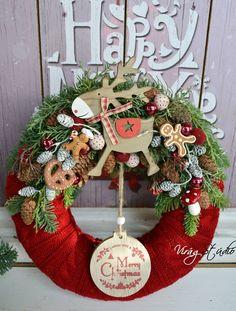 Virág Stúdió - Home Center fényképe. Christmas Flower Decorations, Christmas Advent Wreath, Crochet Christmas Trees, Christmas Swags, Christmas Arrangements, Noel Christmas, Outdoor Christmas, Winter Christmas, Christmas Inspiration