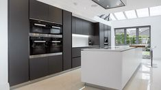 This kitchen layout, with island length to match length of kitchen units behind. Access point at each end of units into space behind where utility space is Kitchen Diner Extension, Open Plan Kitchen Diner, Open Plan Kitchen Living Room, Kitchen Dining Living, Black Kitchen Cabinets, Kitchen Units, Black Kitchens, Luxury Kitchen Design, Contemporary Kitchen Design