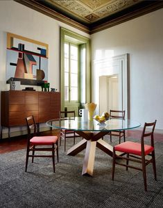 The La Rotonda Table designed by Mario Bellini in 1976 has a simple sculpted base, a diagonal intersection of three legs with a square cross-section,… Chair Design, Furniture Design, Mario, Tokyo Design, Round Table Top, Gio Ponti, Bellini, Design Consultant, Solid Wood