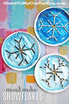Mixed Media Paper Plate Snowflake – Winter Kid Craft Idea - Art Project for the Holidays. Cute idea for winter speech therapy! Winter Art Projects, Winter Kids, Christmas Crafts For Kids, Kids Crafts, Preschool Christmas, Snowflakes For Kids, Snowflake Craft, Paper Snowflakes, Paper Plate Crafts