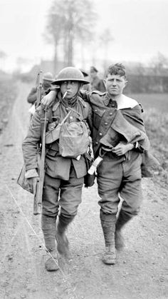 WWI, 12 April 1918; Battle of Hazebrouck. British wounded coming back. Near Merris. Detail. © IWM (Q 10293)