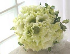 ブーケ クラッチ アネモネの白 : 一会 ウエディングの花