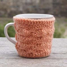 Button Cup Cosy, crochet shell pattern