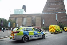 Emergency crews attending a scene at the Tate Modern art gallery, where a teenager has been arrested after a child fell from height and has been taken to hospital from the gallery in central London by air ambulance. via @AOL_Lifestyle