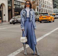 New York Fashion 645351821583746364 - ilk skirt & oversized denim jacket, because it felt like spring in NY today (perfect weather to get all of my fittings done)✌🏼(Photo Source by Street Style Outfits, Look Street Style, Street Style Trends, Mode Outfits, Fashion Outfits, Womens Fashion, Fashion Trends, New York Fashion Week Street Style, Hijab Street Styles