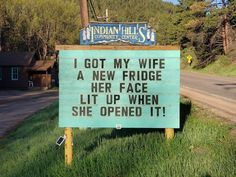 If you love puns and dad jokes, one man at the Indian Hills Community Center has a sign for you. Check out some of our favorites here. Puns Jokes, Funny Puns, Funny Stuff, Funny Fails, Funny Things, Hilarious Sayings, Jokes Kids, Corny Jokes, Hilarious Animals