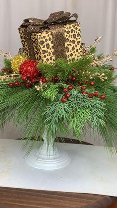 Christmas Swags, Holiday Wreaths, Christmas Art, Christmas Gifts, Holiday Decor, Holiday Crafts, Xmas, Diy Christmas Decorations Easy, Christmas Table Settings