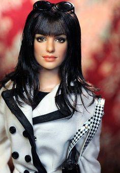 A Barbie Doll that REALLY looks like the person! Anne Hathaway in The Devil Wears Prada by Noel Cruz Devil Wears Prada, Barbie Style, Barbie Blog, Anne Hathaway, Pretty Dolls, Beautiful Dolls, Fashion Royalty Dolls, Fashion Dolls, Barbie Celebrity