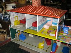 C. Dianne Zweig - Kitsch 'n Stuff: Collecting Vintage Litho Tin Doll Houses  looks like my marx -a-mansion-dream house from the 50's