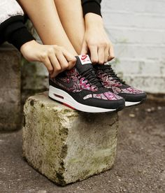 6523287e6345 cheap nike outlet Whats your favourite style  Combine modern street style  and English heritage in a psychedelic paisley print with the Bourton Air  Max 2014 ...