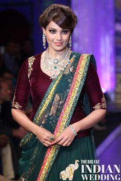 Bollywood actress Bipasha Basu walks the ramp for the finale of India International Jewellery Week (IIJW), held at Grand Hyatt, in Mumbai. Saree Blouse Patterns, Saree Blouse Designs, Sari Blouse, Blouse Outfit, Indian Dresses, Indian Outfits, Indian Clothes, Pakistani Dresses, Saree Look