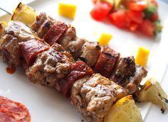 Nusret Hotels – Just another WordPress site Barbacoa, Greek Recipes, Meat Recipes, Fish Recipes, Popular Greek Food, Filet Mignon Chorizo, Greek Menu, Middle Eastern Dishes, Kebab