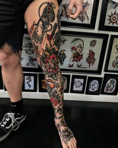 Best Old School Tattoo Ideas . We have a photo gallery featuring cool and meaningful tattoo ideas. And in case you are curious, discover the brief history of tattoo art, as well. Visit our Website for more coll tattoos and everything about tattoos. Old School Tattoo Sleeve, Leg Sleeve Tattoo, Leg Tattoo Men, Arm Tattoo, Traditional Tattoo Leg Sleeve, Traditional Tattoo Man, Traditional Art, Tattoo Pierna Hombre, Body Art Tattoos