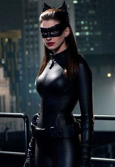 Catwoman Costume Anne Hathaway As Cat Woman Catwoman Cosplay, Cosplay Gatúbela, Catwoman Makeup, Anne Hathaway Mulher Gato, Cat Woman Anne Hathaway, Marvel Dc, Anne Hathaway Catwoman, Heros Comics, The Dark Knight Rises