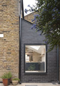 Residential extension / black brick / Velfac window / Victorian terrace house / East London / Archer Braun / Photography by David Barbour Modern Brick House, Brick House Designs, House Front Design, Brick Cladding, House Cladding, Exterior Cladding, Brick Extension, House Extension Design, House Windows