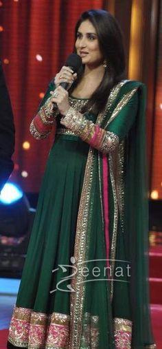 Kareena Kapoor Green Anarkali | Jhalak Dikhla Jaa
