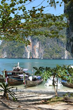 I travelled to Thailand twice and during both times I saw both bright and dark sides. There are so many good things about Thailand. I just love stunning and unique nature, cheap prices and smiley p…