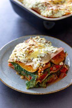 Lasagna with pumpkin, spinach and Hüttenkäse - Jenny Alvares I Love Food, Good Food, Yummy Food, 21 Day Fix, Veggie Recipes, Vegetarian Recipes, Chutney, Feta, Healthy Summer Recipes