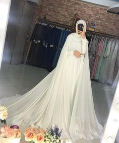 На изображении может находиться: один или н. Tesettür Gelinlik Modelleri 2020 - Tesettür Modelleri ve Modası 2019 ve 2020 Muslim Wedding Gown, Muslimah Wedding Dress, Muslim Wedding Dresses, Muslim Brides, Wedding Dress Sleeves, Dream Wedding Dresses, Bridal Dresses, Wedding Gowns, Wedding Cakes