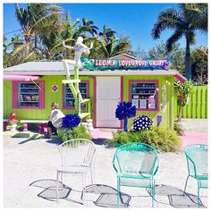 Are you looking for a colorful, offbeat adventure in Florida? Pack your bags and head south to Matlacha (pronounced MATT-luh-SHAY),… Weekend Trips, Day Trips, Florida East Coast Beaches, Matlacha Florida, Pine Island, Sunshine State, Beach Town, White Sand Beach, Travel Essentials