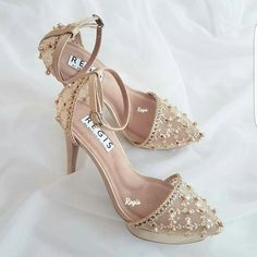 Ready-to-wear Gold Size 38 Heels Shoe boots Doll Shoes, Dress Shoes, Shoes Heels, Fancy Shoes, Pretty Shoes, Bridal Sandals, Hype Shoes, White Heels, Wedding Heels