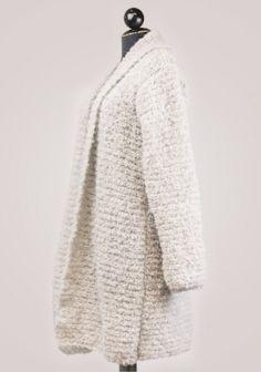 Strickmantel, knitted coat made from #Kremke Soul Wool Alpaka Bouclé. The yarn can be found on www.schmeichelgarne.de. It only takes 250g to make it.