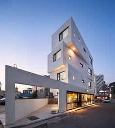 K팝, K뷰티처럼 K건축이 있을까. 지난 5월 열린 베니스비엔날레건축전에서 한국관이 세계 무대에 내놓은 K건축은 다세대ㆍ다가구주택이었다. 초록색 플라스틱으로 덕지덕지 증축한 발코