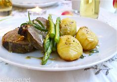 Lammestek med hasselback-poteter, asparges og lammesjy - Elin Larsen