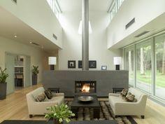 aménagement du salon: cheminée centrale