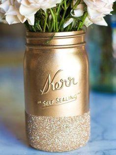 Love this golden glittery mason jar vase!