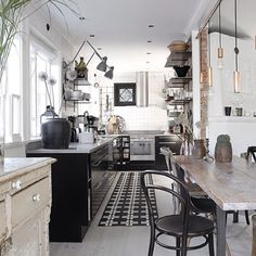 kitchen design by Ryan White 48 Exquisite Kitchen Interior Design kitchen Jars. Küchen Design, Home Design, Interior Design Kitchen, Kitchen Decor, Kitchen Ideas, Kitchen Wood, Kitchen Dining, Dining Table, Dining Room