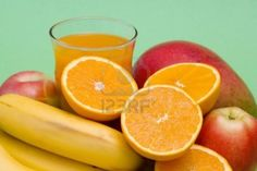 bicchiere di succo di frutta fresca e frutta fresca Archivio Fotografico