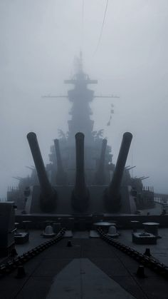 US Navy 'South Dakota' class WWII Battleship USS Alabama appears out of the gloom of a thick fog Naval History, Military History, Cruisers, Uss Alabama, Us Battleships, Us Navy Ships, United States Navy, Submarines, Aircraft Carrier