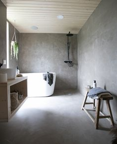 Finnish interior design Eeva Takkunen and Peeta Peltonen. CLT built trendy and modern house by architect Tapani Takkunen Tiny House Bathroom, Bathroom Toilets, Mini Bad, Ideas Prácticas, Best Bathroom Designs, Modern Farmhouse Bathroom, Rustic Bathroom Decor, Upstairs Bathrooms, Beautiful Bathrooms