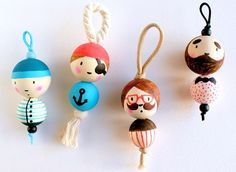 basteln Tutorial door key snowmen, Buying The Right Type Of Me Spool Crafts, Bead Crafts, Diy And Crafts, Arts And Crafts, Childrens Workshop, Diy For Kids, Crafts For Kids, Diy Keychain, Clothespin Dolls