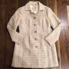 Banana Republic Pea Coat This coat is so classy and high quality! Will go with everything, definitely a closet staple. Slight pilling throughout, reflected in price. Please feel free to ask any questions or make an offer! Happy to give bundle discounts - check out my other listings! ☺️ Banana Republic Jackets & Coats Pea Coats