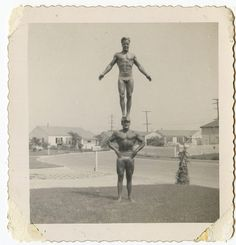 Muscle Beach: Interesting Vintage Photos Show American Burly Guys From Between the and ~ vintage everyday Photo Vintage, Vintage Images, Vintage Pictures, Weird Vintage, Vintage Men, Old Pictures, Old Photos, Beach Photos, Pin Up
