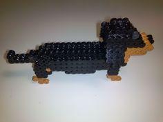 3D Dachshund dog hama beads by EnAnOSaLTaRíN - Pattern: https://www.pinterest.com/pin/374291419011477959/