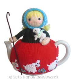 NOTE: You will receive the PATTERN to make your own toy NOT the finished toy! What a lovely tea cosy! What a beautiful Shepherdess! Mary tall cm Max teapot contour cm The adorable Mary wears a cute knitted red and green dress with lovely embroidered Tea Cosy Pattern, Teapot Cover, Knitted Tea Cosies, Crochet Geek, Crochet Granny, Hand Crochet, Baby Lamb, Mug Cozy, Baby Knitting