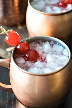 Very Cherry Moscow Mule! A cherry twist on the classic (and popular!) moscow mule, made with cherry vodka and maraschino cherries. Vodka Martini, Vodka Cocktails, Cocktail Drinks, Alcoholic Beverages, Cocktail Recipes, Fancy Drinks, Drinks Alcohol Recipes, Yummy Drinks, Cocktails