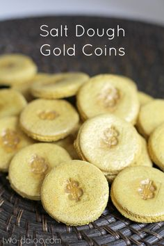 Make these salt dough gold coins with natural dye for pretend play or counting games! Perfect for St. Patrick's Day or playing pirates or princesses!