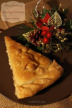 Παραδοσιακή πρωτοχρονιάτικη κρεατόπιτα Christmas Cooking, Christmas Time, Greek Pastries, Filo Pastry, Think Food, Coconut Shrimp, Yams, Greek Recipes, Insta Photo