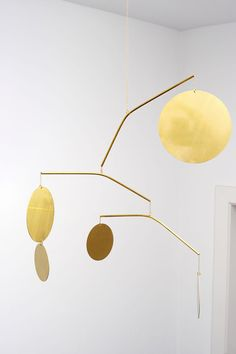 Brass mobile by Corinne van Havre available through LaLouL - Home Decor Pin Turbulence Deco, Mobile Art, Gold Mobile, Hanging Mobile, Style Deco, Kinetic Art, Blog Deco, Vintage Design, Suncatchers