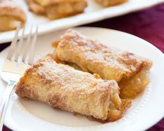 Great recipe for Apple Turnovers. Forget the grocery store variety. These homemade apple turnovers will make your tastebuds dance! Mini Desserts, Just Desserts, Delicious Desserts, Yummy Food, Yummy Recipes, Rhodes Dinner Rolls, Rhodes Rolls, Rhodes Bread, Apple Turnover Recipe