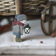 Купить Верю в чудеса! Брошь - серый, ягодный, натуральные оттенки, девочка, фонарик, рождество, чудо